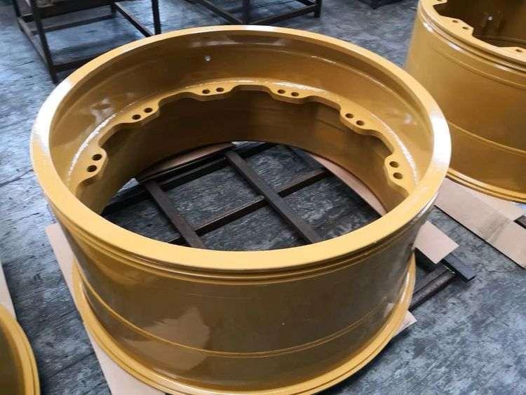 卡特777D车型配套轮辋 适配轮胎27.00-79.jpg